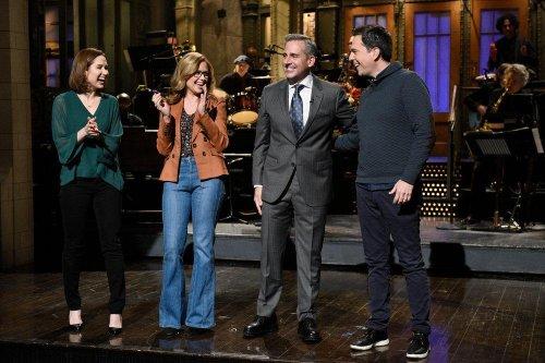 'Office' stars reunite for Steve Carell's 'SNL' monologue