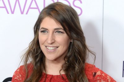 'Call Me Kat,' starring Mayim Bialik, gets series order at Fox
