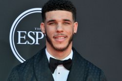 Lonzo Ball, Dr. Elvis Francois eliminated from 'Masked Singer'
