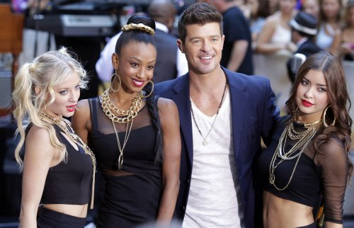 Robin Thicke tops U.S. record chart again with 'Blurred Lines'