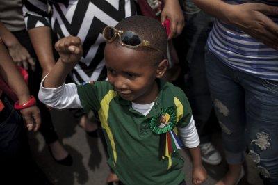Zuma attends memorial service for Mandela on national day of prayer