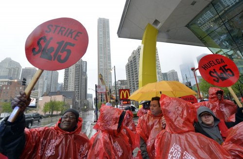 Chicago City Council calls for $15 minimum wage