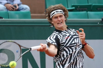 Alexander Zverev stuns Stan Warinka to advance at Basel