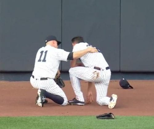 New York Yankees' Jacoby Ellsbury leaves game after collision with wall