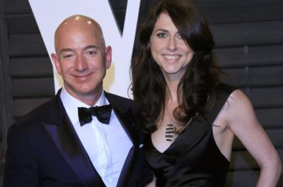 Amazon founder Jeff Bezos, wife announce divorce after 25 years