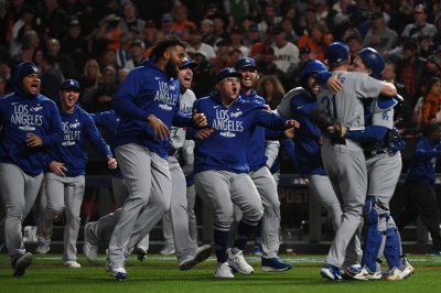 Dodgers, controversial call end Giants' season in Game 5 of NLDS