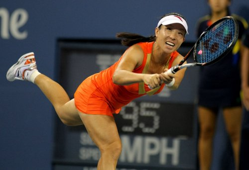 Zheng moves to second round in Osaka