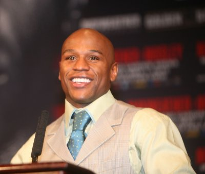 Mayweather arrested on battery charges