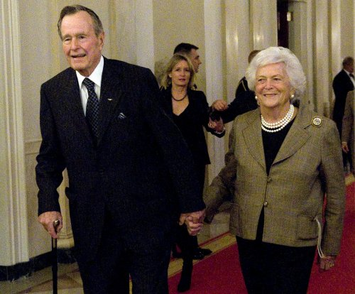 Barbara Bush hospitalized for bronchitis, President Bush remains in ICU