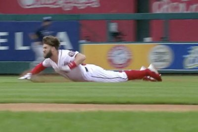 Nationals' Bryce Harper attempts double, trips over helmet