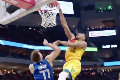 Giannis Antetokounmpo rocks rookie Luka Doncic with dunk