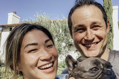 'Glee' alum Jenna Ushkowitz is engaged