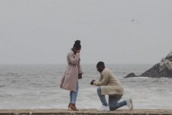 Photographer unexpectedly captures proposal, finds couple on Twitter