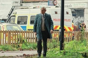 Martin Clunes: Real-life detective was his 'target' for 'Manhunt' authenticity
