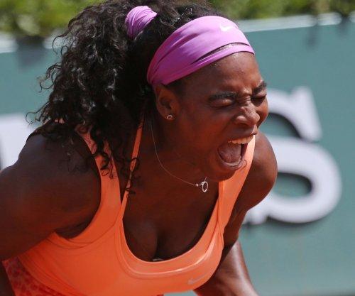 Serena rolls into French semis