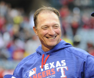 Ian Desmond, Nomar Mazara power Texas Rangers past Cleveland Indians