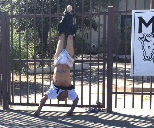 Fence catches Arizona burglary suspect with his pants down
