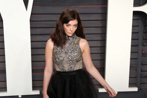 Lorde impersonator fools New Zealand crowd in early April Fools' prank