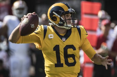 Rams stay unbeaten beating Packers in back-and-forth game