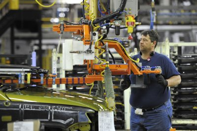 Report: U.S. manufacturing fell in February for second month in a row