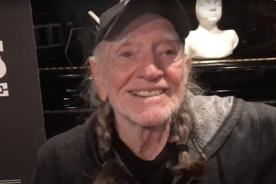 Willie Nelson to host 'Come and Toke It' variety show on 4/20