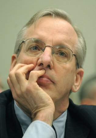 Head of New York Fed: Sanction bad bankers
