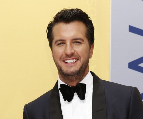 Luke Bryan to sing 'The Star-Spangled Banner' at the Super Bowl