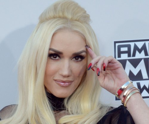 Gwen Stefani nails live music video for 'Make Me Like You,' Blake Shelton approves