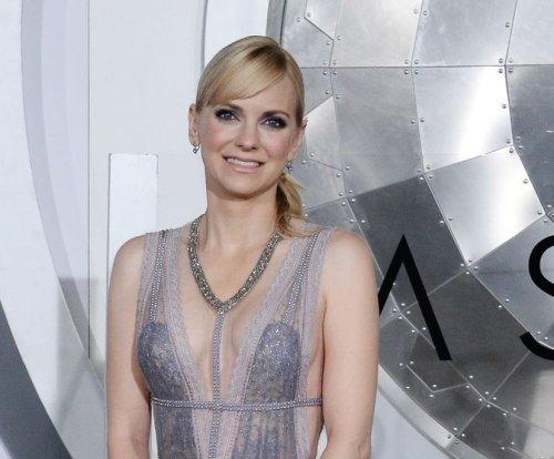 Anna Faris, Eugenio Derbez to star in 'Overboard' remake