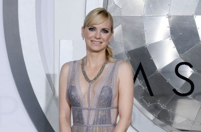 Anna Faris, Eugenio Derbez‬‬ to star in 'Overboard' remake