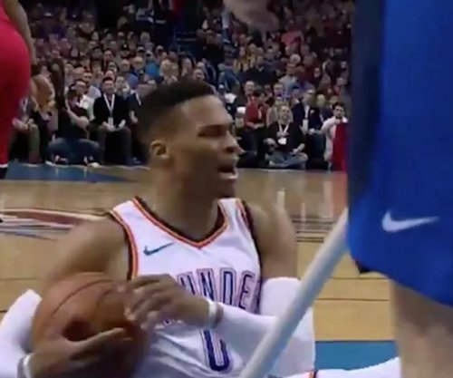 Russell Westbrook gets into shoving match with Jonas Valanciunas