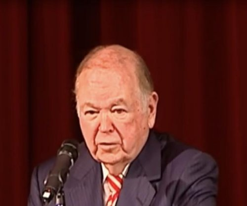 Oklahoma president Boren has stroke at Stoops ceremony