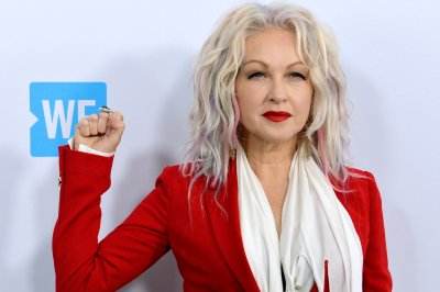 Rod Stewart, Cyndi Lauper announce new summer tour