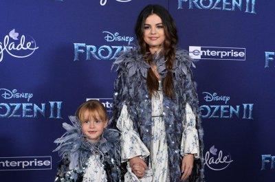 Selena Gomez, sister Gracie attend 'Frozen 2' premiere