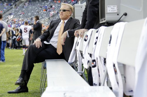Denver gives Elway contract extension