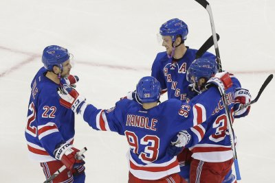 New York Rangers take care of Arizona Coyotes, 4-1