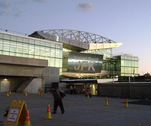 Bomb threat on plane at John F. Kennedy International Airport
