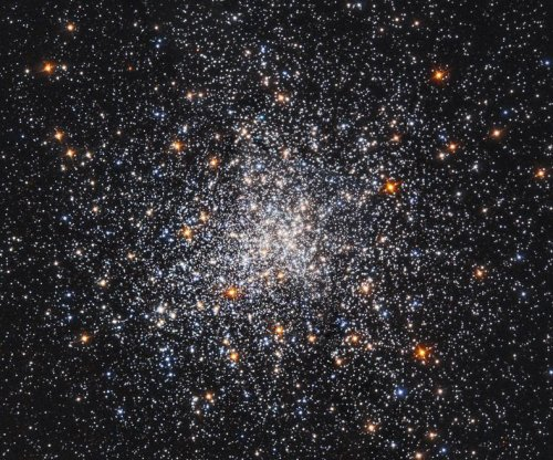 Hubble reveals star cluster Messier 79 doing snow globe impression