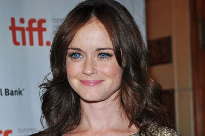 Alexis Bledel to be series regular in 'Handmaiden's Tale' Season 2