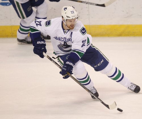 Vancouver Canucks continue dominance of St. Louis Blues