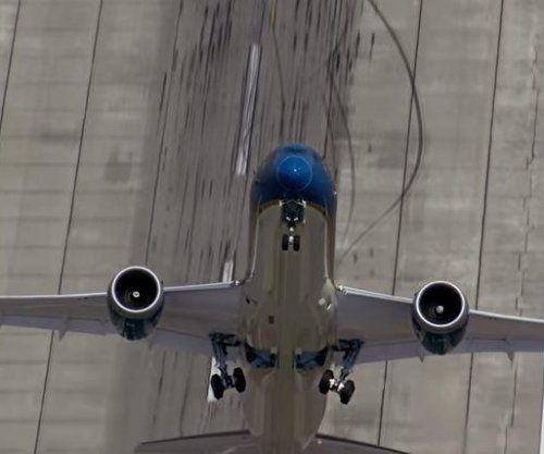 New Boeing 787 model performs hair-raising takeoff before Paris show