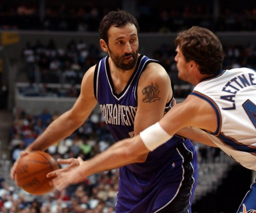 Sacramento Kings sign Vlade Divac to multiyear deal