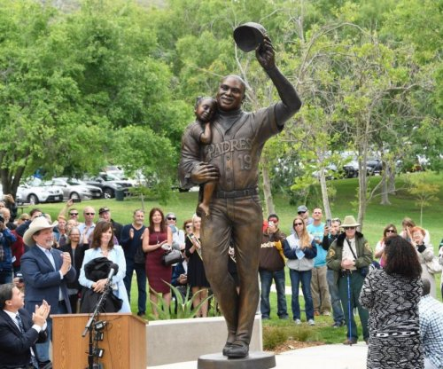 Tony Gwynn's hometown erects statue in his honor