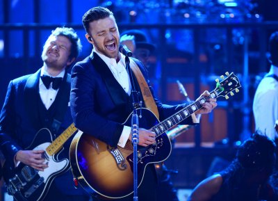 Justin Timberlake and Michael Jackson moonwalk in 'Love Never Felt So Good' video