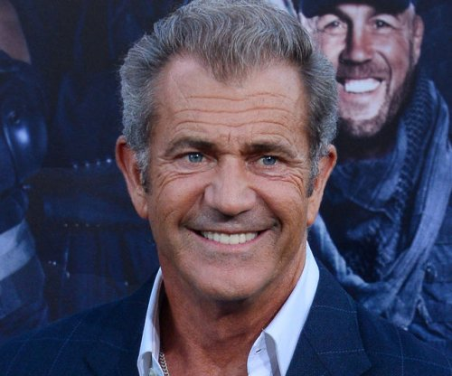 Mel Gibson in talks to direct Andrew Garfield in WWII film