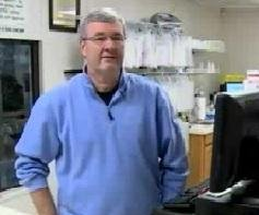 Surveillance footage shows Kentucky pharmacist fighting off knife-wiedling robber