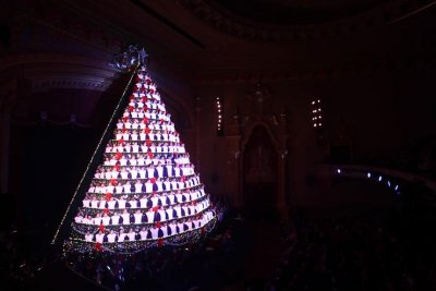 Watch: Michigan school's 'Singing Christmas Tree' - UPI.com