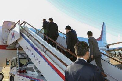 South Korean envoys leave for Pyongyang for summit preparation