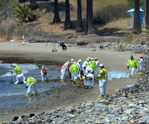 Removal set for breached California oil pipeline