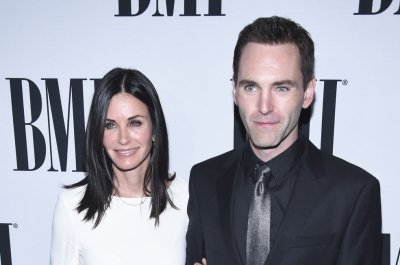 Courteney Cox, Johnny McDaid talk reconciliation on red carpet
